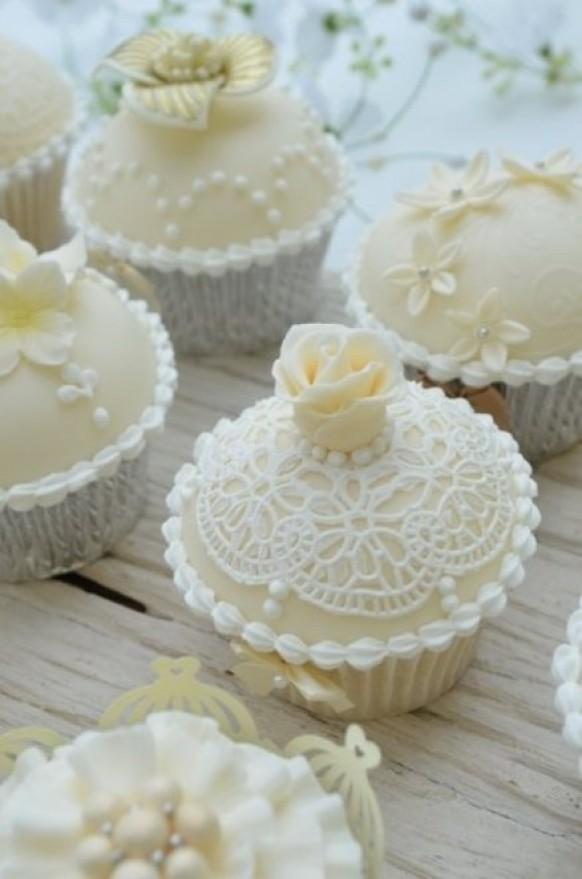 elegant vintage wedding cupcakes by hilary rose cupcakes 1171377