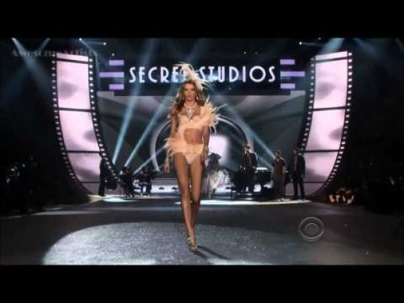 Bruno Mars - Young Girls (Victoria's Secret Fashion Show 2012) ♥ Victoria' s Secret Fashion Show Sexy Angels