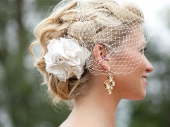 свадебные прически на средние волосы с вуалью
