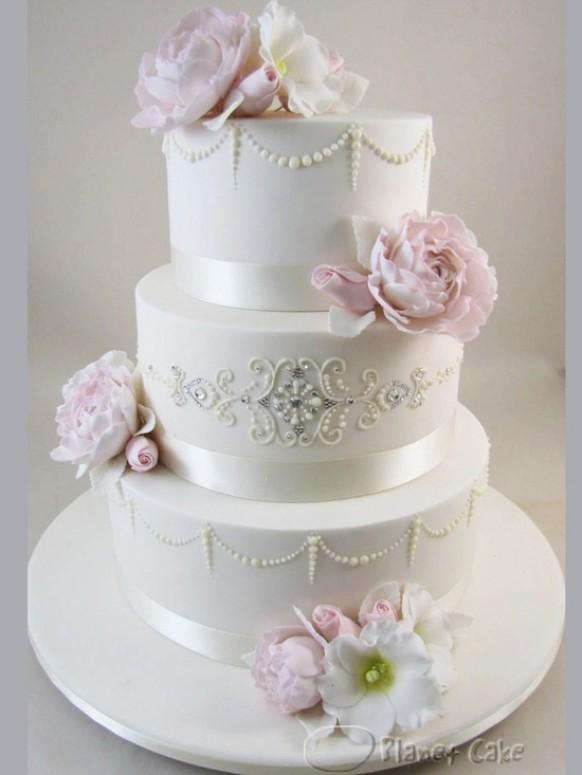 wedding cakes wedding cake ideas 1919792 weddbook. Black Bedroom Furniture Sets. Home Design Ideas
