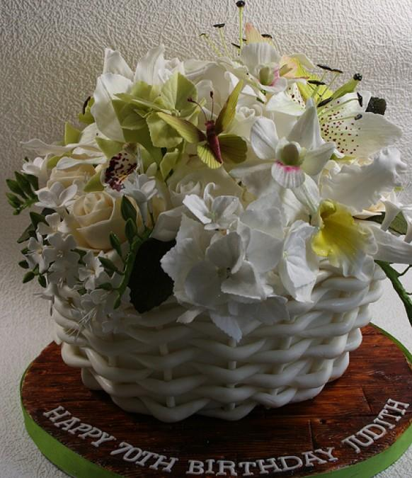 How To Make A Basket Of Flowers Cake : Wedding cakes basket of flowers cake weddbook