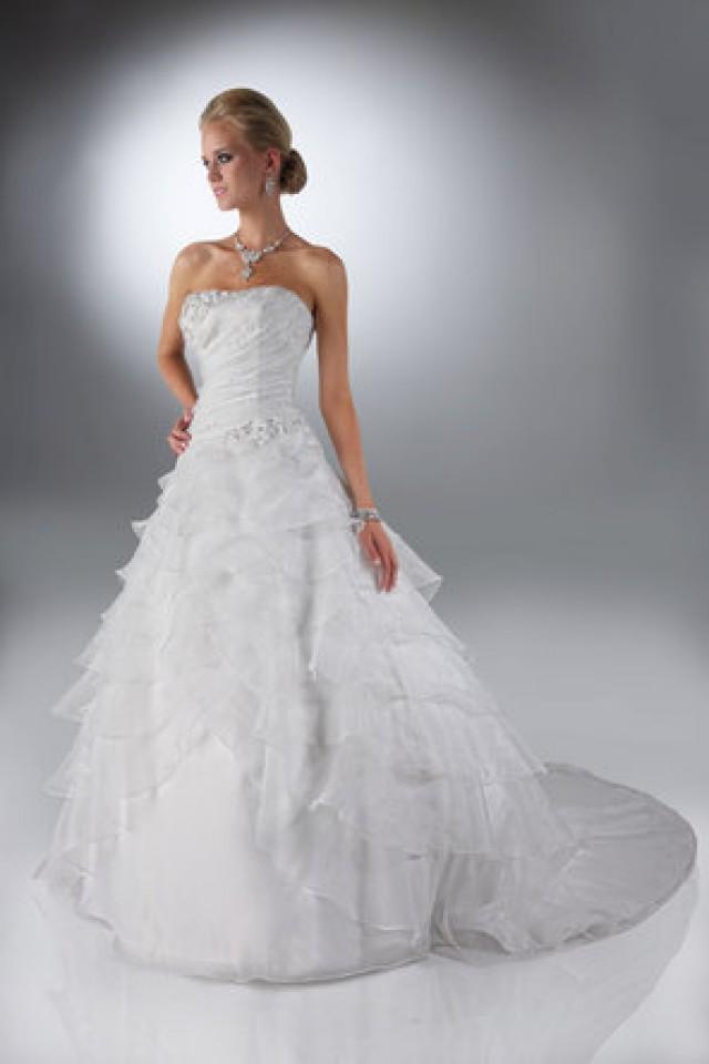 Wedding nail designs davinci bridal 794052 weddbook for Trisha yearwood wedding dress