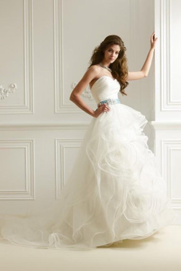 Dress jasmine collection 794520 weddbook for Jasmine collection wedding dress