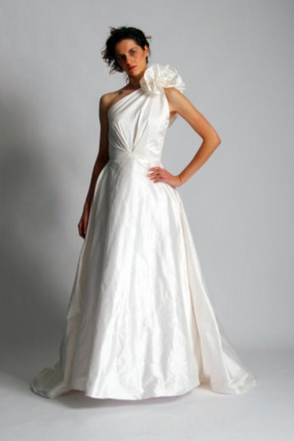 Dress elizabeth st john 794923 weddbook for Trisha yearwood wedding dress