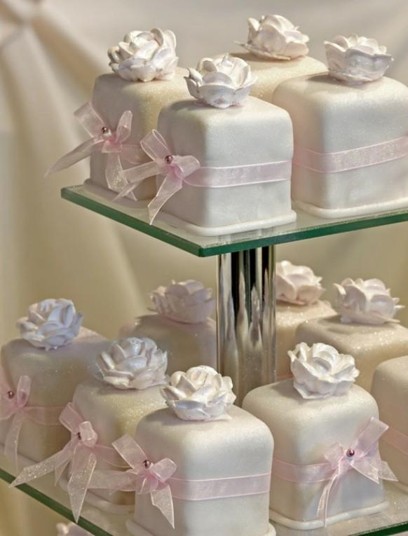 wedding photo - Yummy Fondant Wedding Cupcakes ♥ Mini Wedding Cake