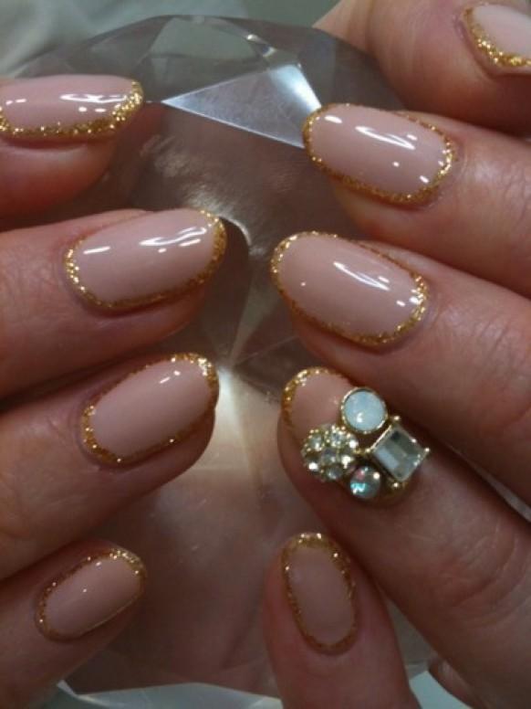 Лунный дизайн нарощенных ногтей