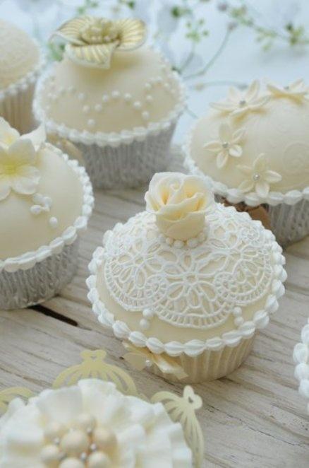 wedding elegant vintage wedding cupcakes by hilary rose cupcakes