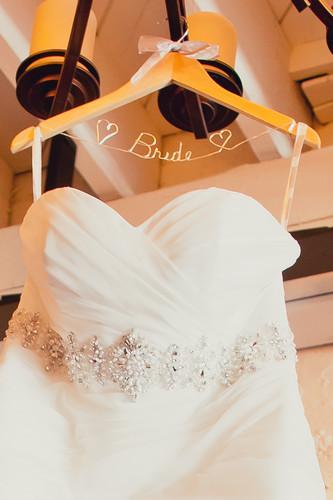 Hochzeit - Personalisierte Bridal Hangers ♥ Hochzeits-Kleiderbügel
