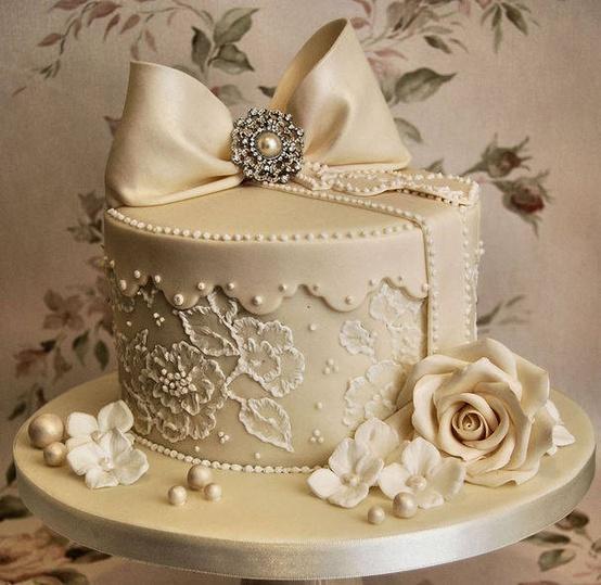 Gorge de mariée gâteau a