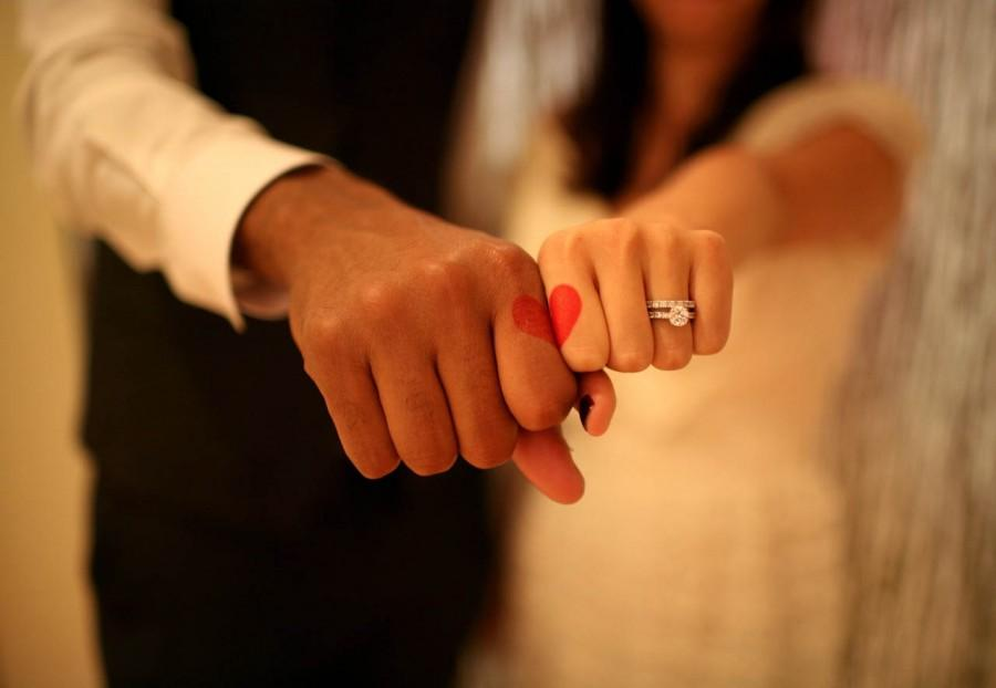 Hochzeit - Unique and Creative Wedding Photos ♥ Christmas or Valentine's Day Wedding Photo Ideas