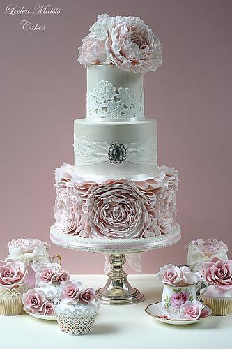 زفاف - الوردي الفاوانيا الكشكشة كعكة