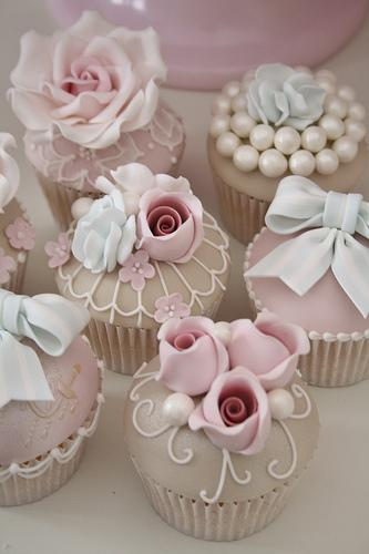 Vintage Wedding - Luxus-Vintage-Cupcakes #1987514 - Weddbook