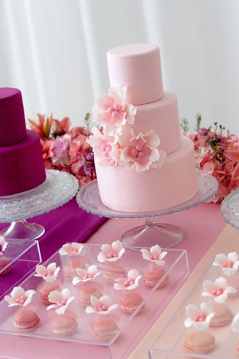 Kuchen Classic Pink Wedding Cake With Flowers 2026421 Weddbook