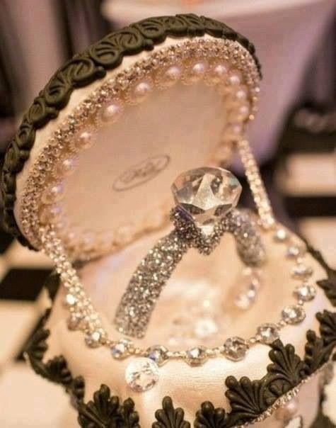 زفاف - Engagement ring decorated with gemstones and diamond