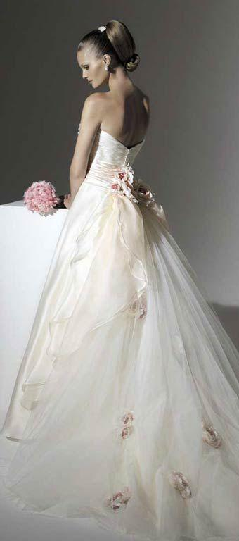 Mariage - Shining wedding gown with a broad belt