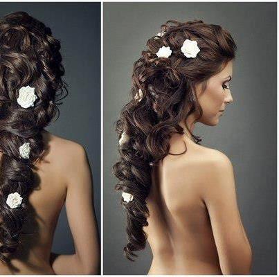 Mariage - Ondulés coiffure de mariage avec les roses blanches