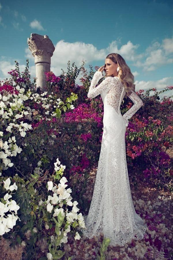 A Beautiful Lace Stretch Wedding Gown