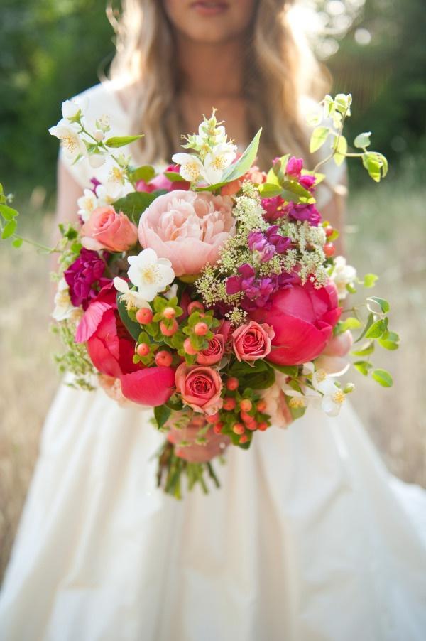 Wedding bouquet peonies roses wildflowers berries 2050467 weddbook - Idee bouquet de fleur ...