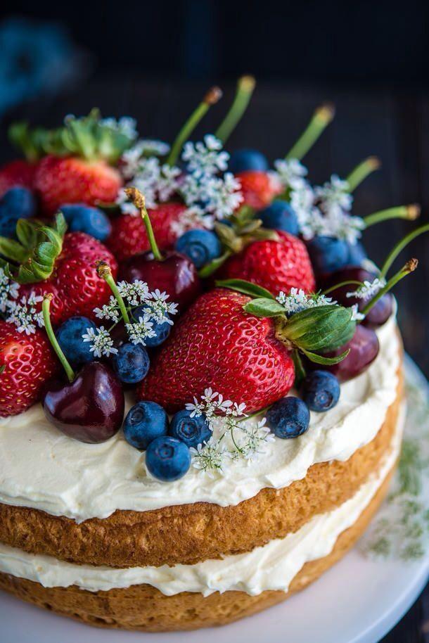 Hochzeit - Sponge Cake W / Beeren