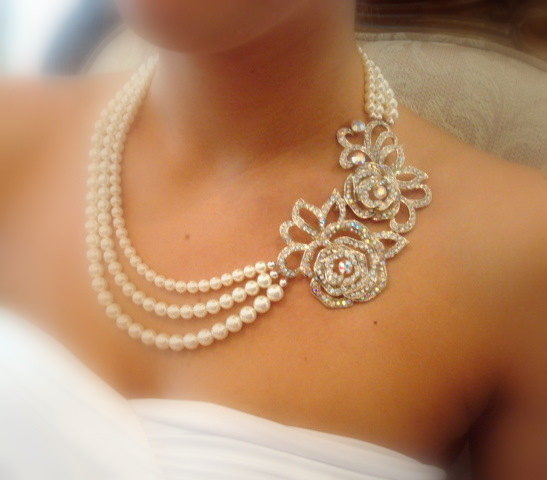 Свадьба - Bridal statement necklace -  bridal pearl necklace with Swarovski rhinestone pendant and Swarovski ivory pearls
