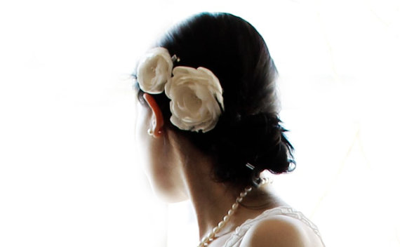 Свадьба - Ivory Flower Wedding Bridal Hair Clip Accessory with Glass Pearls - Set of 2 - New