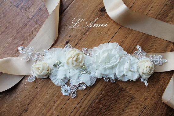 Mariage - Bridal wedding belt with white flower, Champagne Sash Ribbon Ivory Lace Flower Bridal Belt Wedding Sash accented with Rhinestones - New