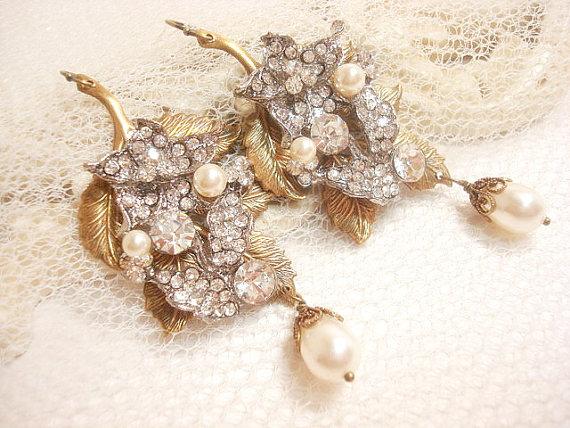 Mariage - Bridal earrings, Vintage wedding earrings, Pearl wedding jewelry, rhinestone earrings, chandelier earrings, vintage style earrings - New