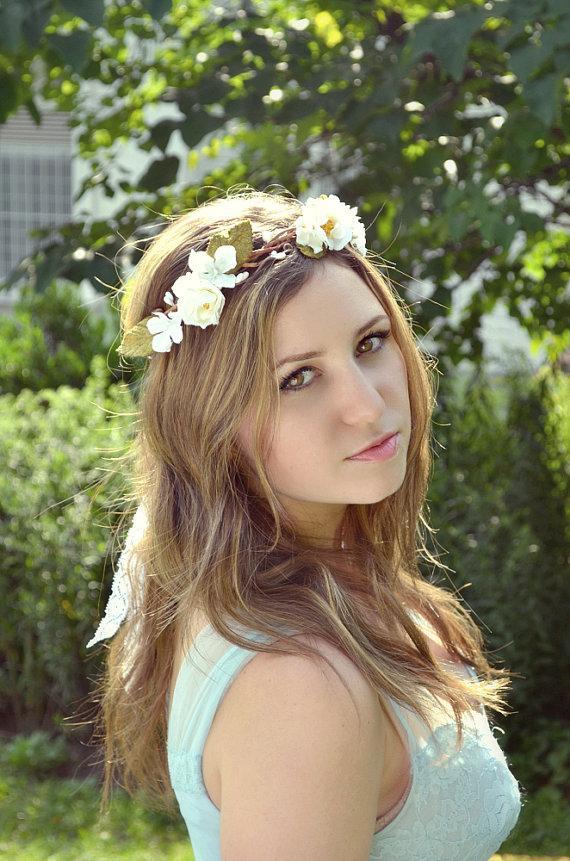 Свадьба - White rose wedding crown, white flower crown, floral head piece, forest crown, wedding hair accessories - New