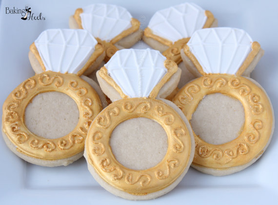 Свадьба - Engagement Ring Decorated Cookies, Wedding cookies, Ring Cookies, Custom Cookies, Gold Cookies, Bridal Shower cookies, Bride-to-be cookies - New