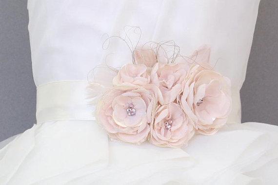زفاف - Ivory Sash with Blush Chiffon and Lace
