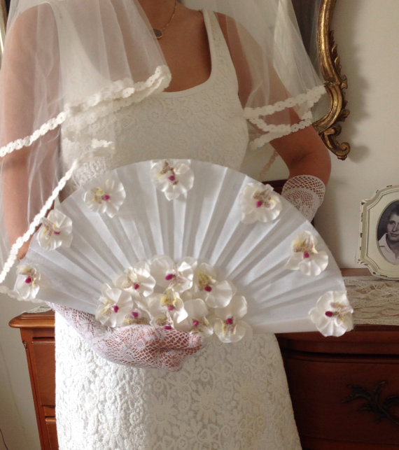 Mariage - White And Silk Bridal Fan Bouquet