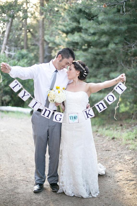 Свадьба - Tying The Knot Banner - Rustic Wedding Banner Photo Prop - Bridal Shower Decoration - Wedding Decoration - New