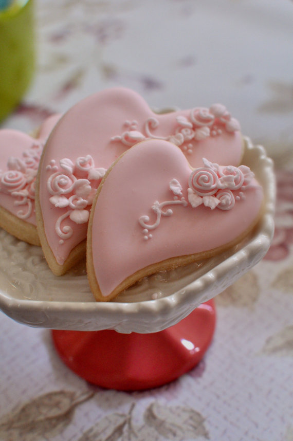 Mariage - 2 Dozen Folk Art Heart Cookie Favor-Shabby Chic  #2 Wedding Favors, Bridal Showers, Bridemaids Gifts, Baby Showers - New