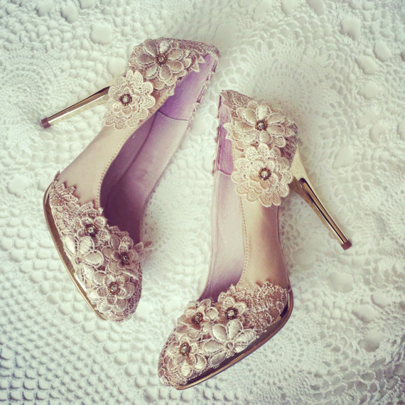 a6c763e90dd Vintage Flower Lace Wedding Shoes with Champagne Gold Applique Crochet  Bridal Satin Pumps Shoes - New