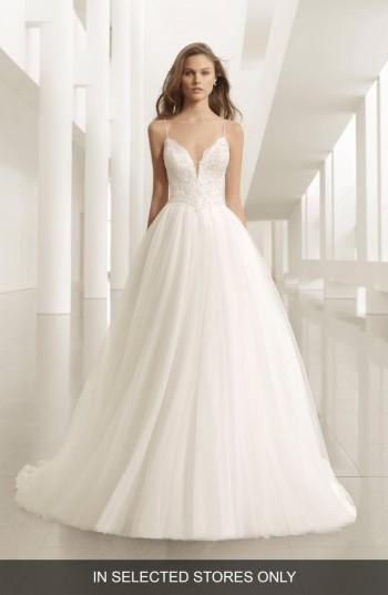 Mariage - Rosa Clara Pravia Lace & Crepe Plunge Gown with Tulle Ball Skirt