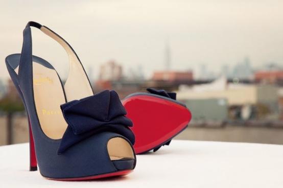 Hochzeit - Christian Louboutin Brautschuhe mit Red Bottom ♥ Chic und modische Hochzeit High Heel-Schuhe