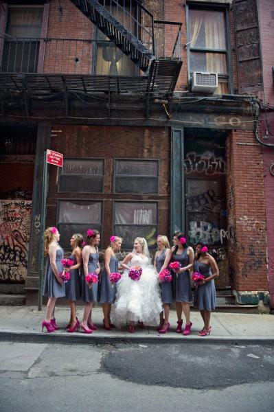 Hochzeit - Braut und Brautjungfern Fotografie ♥ Grau Brautjungfern Kleider und Pop von Pink Wedding Blumensträuße