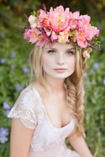 wedding photo -  Messy Fishtail Braid Hochzeit Frisur und rosa Blumen Crown ♥ Haar Inspiration
