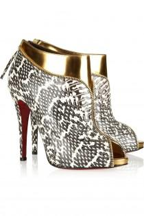 wedding photo -  Christian Louboutin Boots boda con rojo nico  Wedding Chic y de moda zapatos de tacn alto