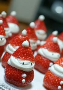 wedding photo - Christmas Strawberry Santas ;) ♥ DIY Easy and Cute Holiday Food Ideas