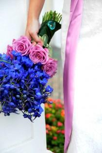 wedding photo - Bright Delphiniums azules y rosas rosadas Wedding Bouquet Flor ♥ ramo de la boda única y creativa