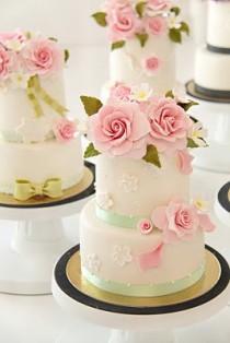 wedding photo - روز كعك الزفاف رائع مع السكر خمر قابلة للأكل كعك الوردي من هوت كوتور