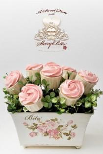 wedding photo - Valentinstag Geschenkidee ♥ Pink Rose Cupcake Bouquet