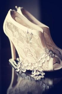 wedding photo - Taylor Made Soirées 2013 Hochzeit Trend Lace Schuhe