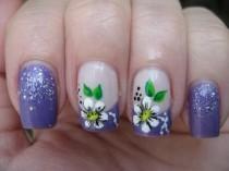 wedding photo - Nail Art: Daisy On Purple French
