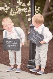 wedding photo - Ring Bearers Holding Signs