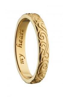 wedding photo - Monica Rich Kosann My Heart 18K Gold Poesy Ring