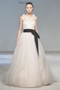 wedding photo - Vera Wang Wedding Dresses ♥ Modern Wedding Dresses