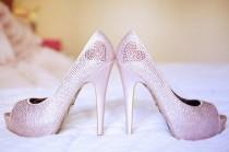 wedding photo - أنيقة وعصرية بيتسي جونسون الكعوب العالية