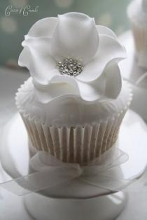 wedding photo -  Special Wedding Cupcake ♥ Yummy Unique Wedding Cupcake